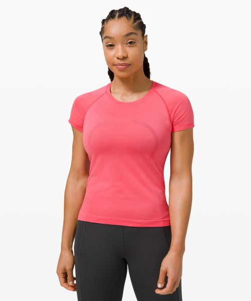 Swiftly Tech 女士运动短袖 T 恤 2.0 *Race