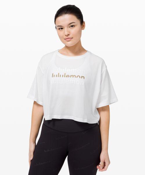 Cortes 女士短款 T 恤 *Logo